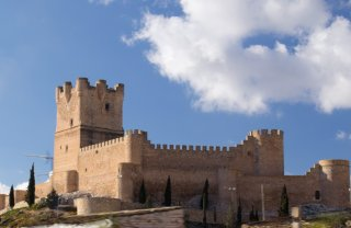 Замок Аталайа де Вийена недалеко от средиземноморского побережья Испании