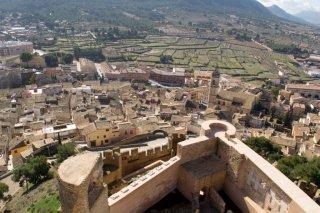 Вид со стен замка Бьяр в Испании