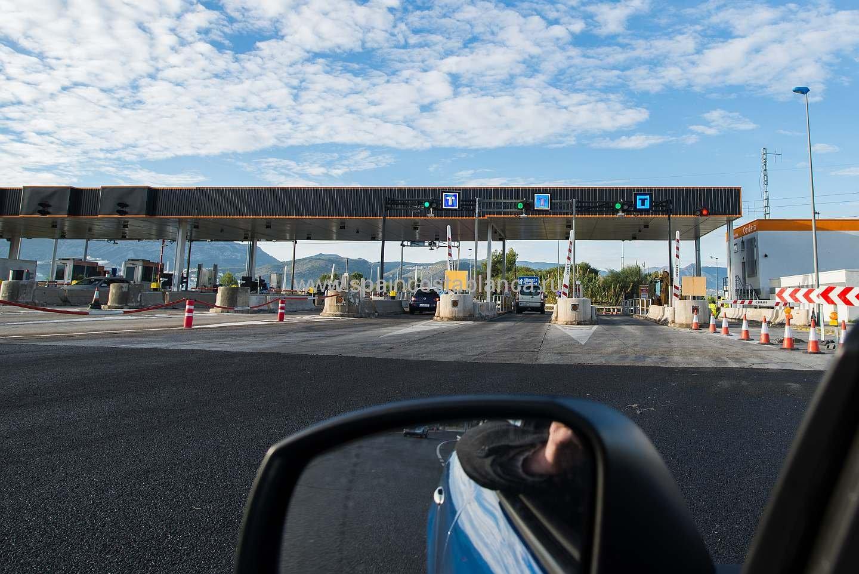 Терминал въезда на платную дорогу в Испании
