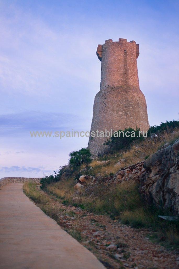 Сторожевая башня на берегу Средиземного моря, Дения, Испания