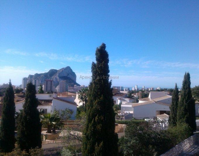 Вид на море и скалу Ифач с террасы виллы в Кальпе