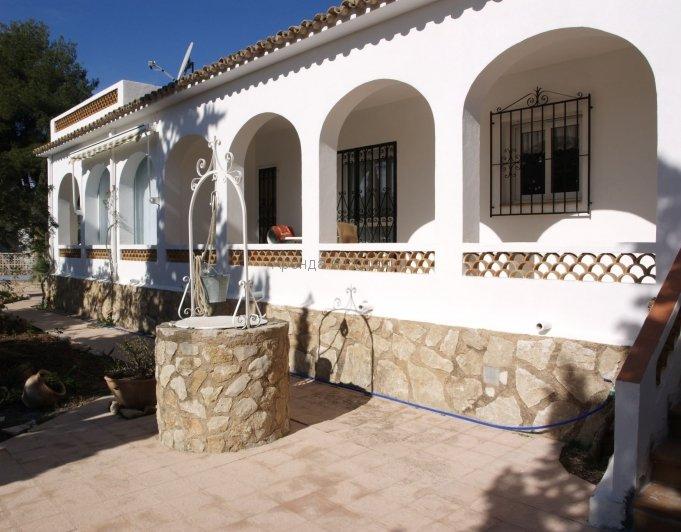 Общий вид виллы в Кальпе в Испании