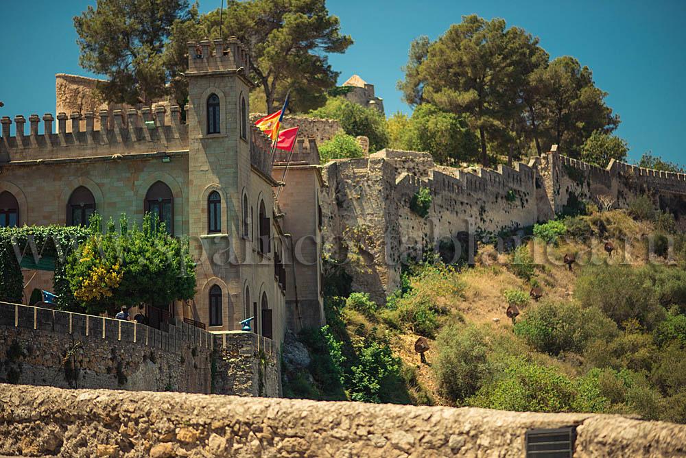 Замок Хатива на Коста Бланка в Испании