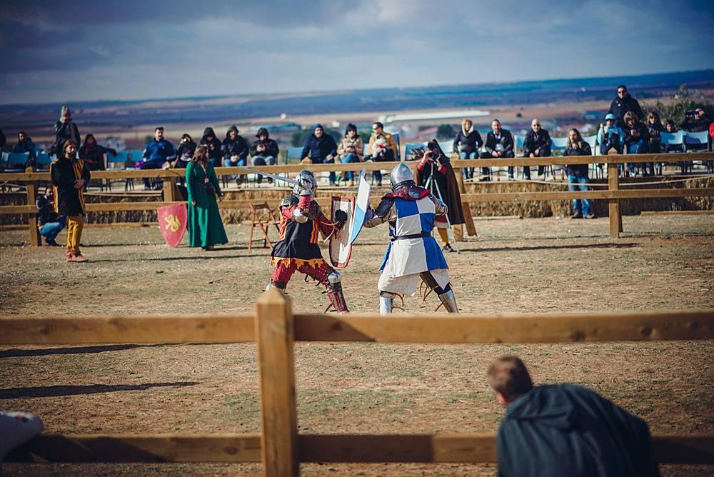 Средневековый рыцарский турнир в замке Испании